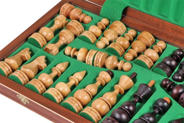 handamde wooden chess set debiut