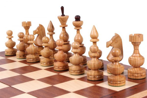elegant chess set debiut