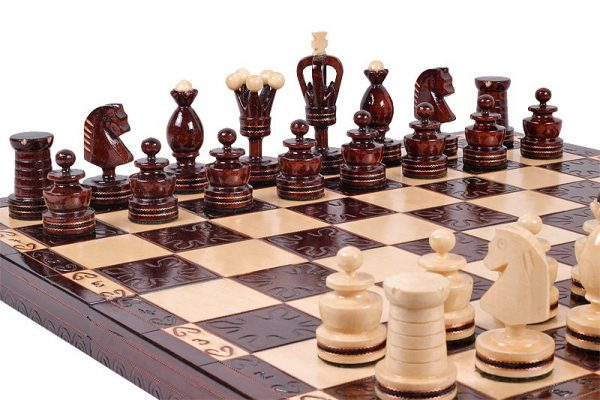 19 inch wooden gothic chess set