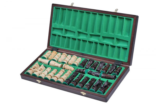 wooden giewont chess set