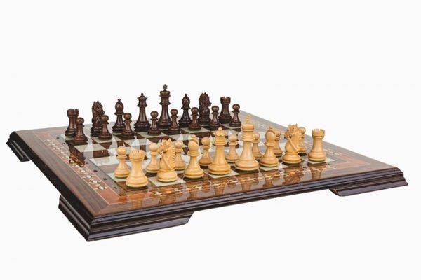 19 Inch chess set