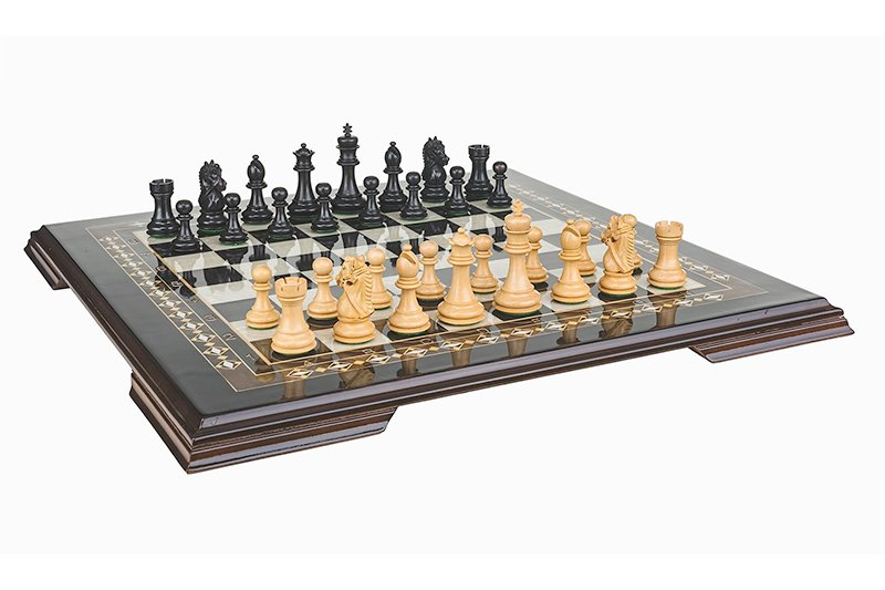 19 Inch chess set