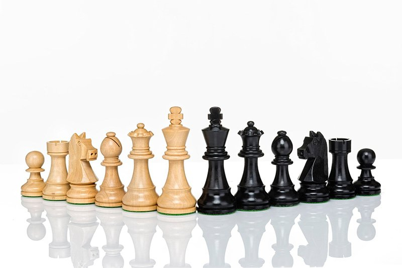 staunton black chess pieces