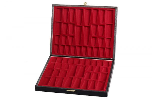 chess pieces wooden box