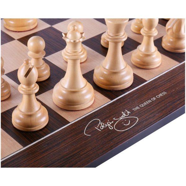 judit poglar chess board